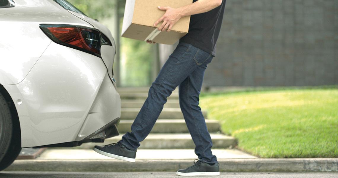 Ouverture main libre du coffre de la nouvelle Toyota Corolla Hybride