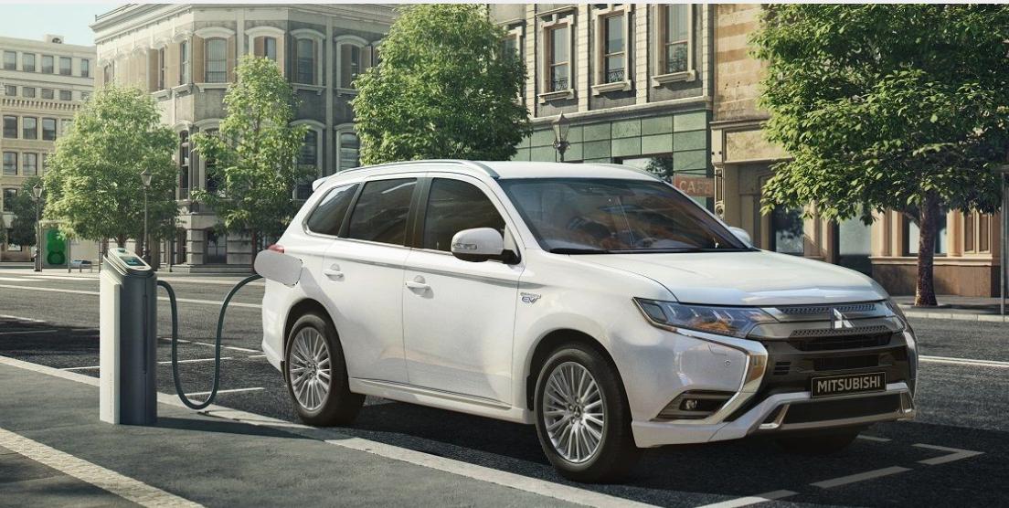 Essayer voiture hybride et électrique Mitsubishi dans vos concessions Edenauto