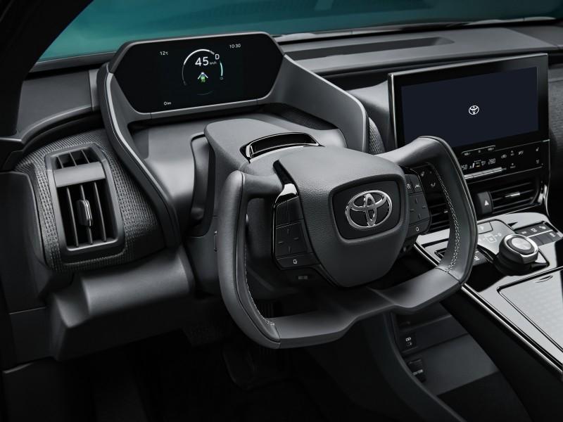 POSTE DE CONDUITE ERGONOMIQUE du Toyota bZ4X Concept