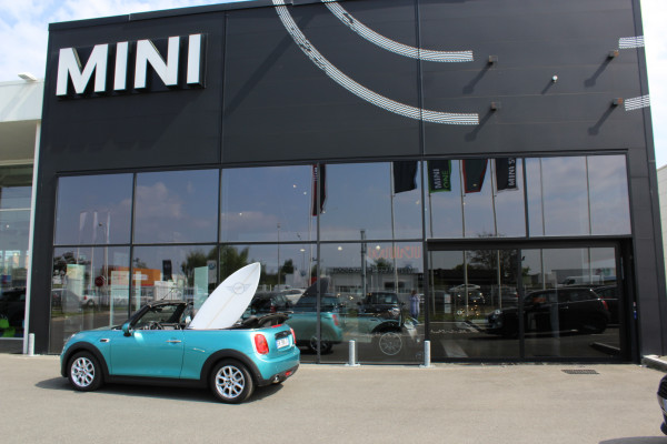 MINI CABRIO. STAY OPEN.
