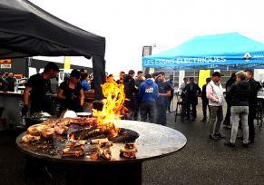 Rencontres Pro+ et grillades sur le parking de Dacia Boé