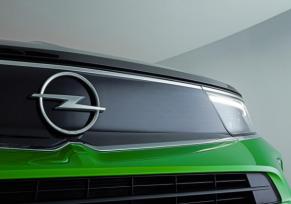 Le légendaire logo évolue : l'Opel Mokka inaugure le nouvel éclair